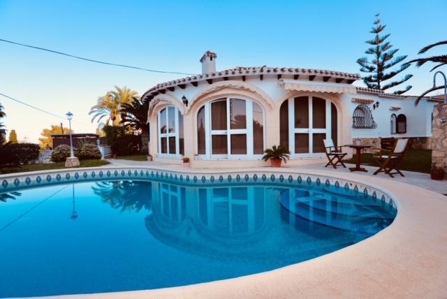 Villa en venta con bonitas vistas en Dénia