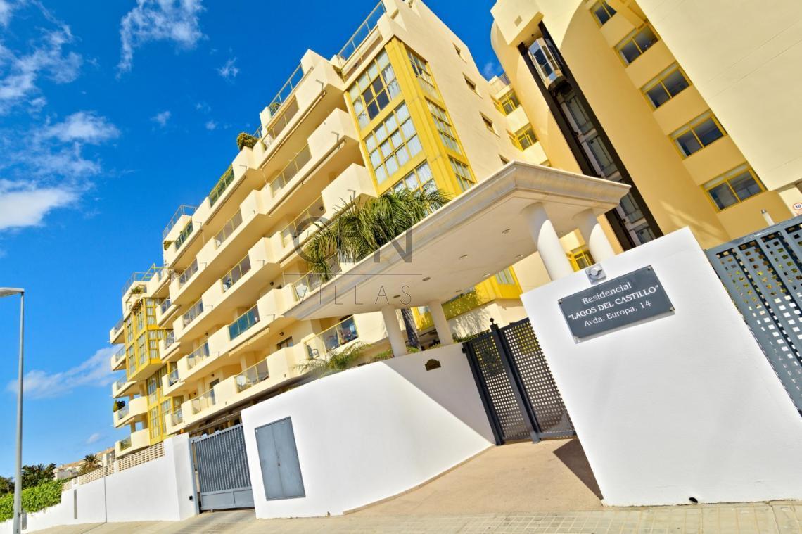 Espectacular ático duplex a la venta con piscina privada en la azotea
