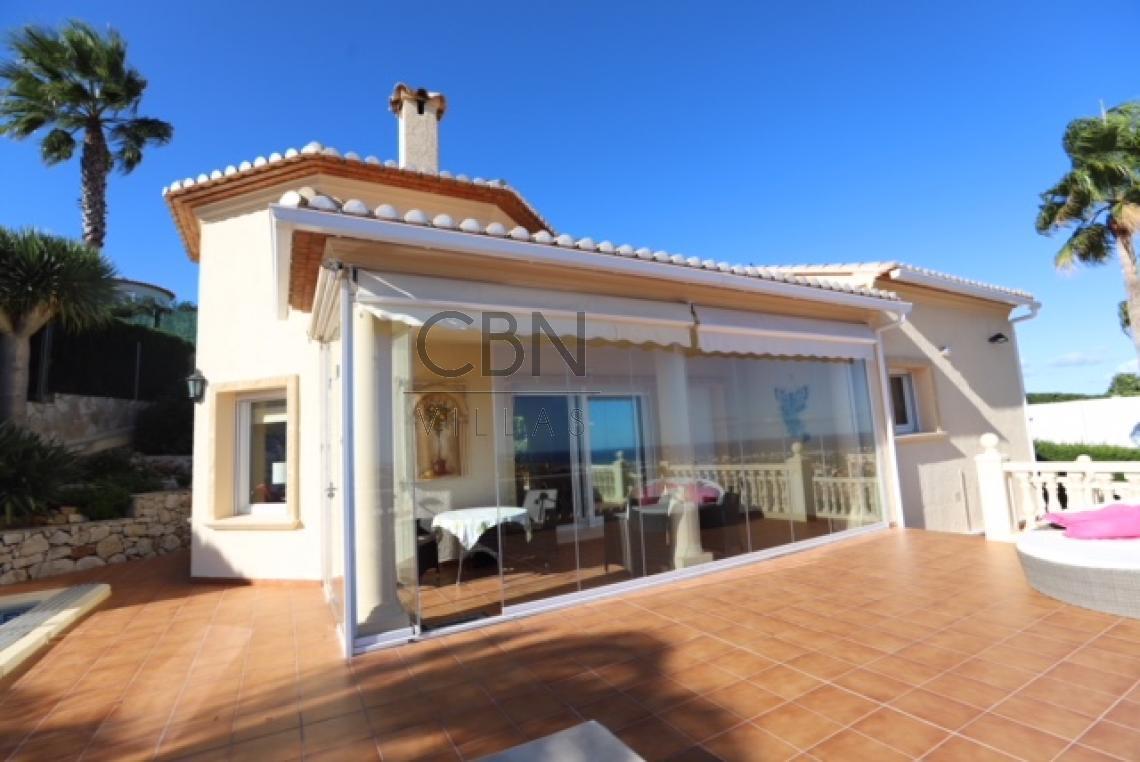 Bonita villa en venta con espectaculares vistas al castillo de Dénia y el mar