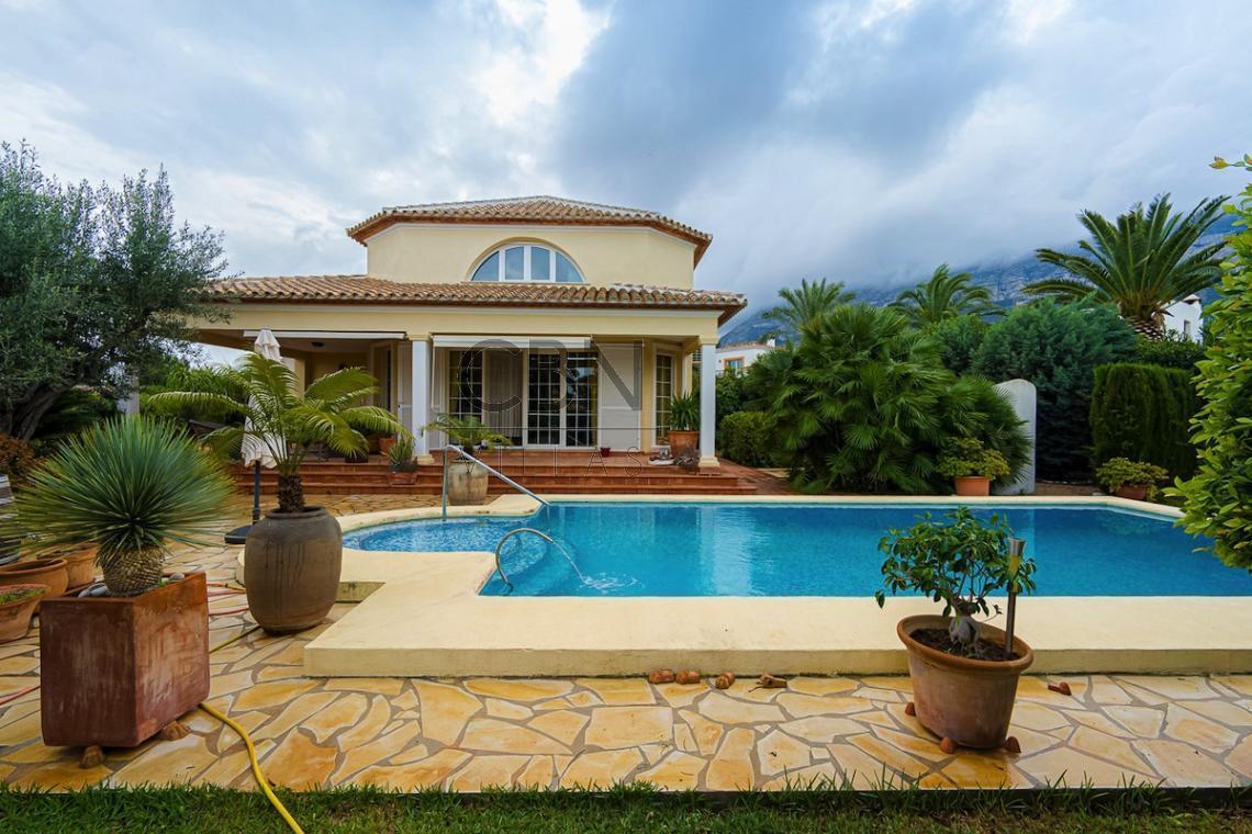 Villa en venta al lado del club náutico de Dénia