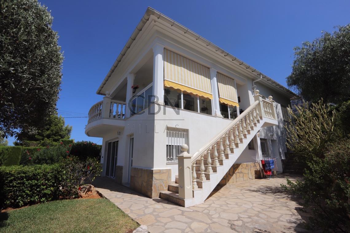 Villa en venta con vistas al mar en Dénia.