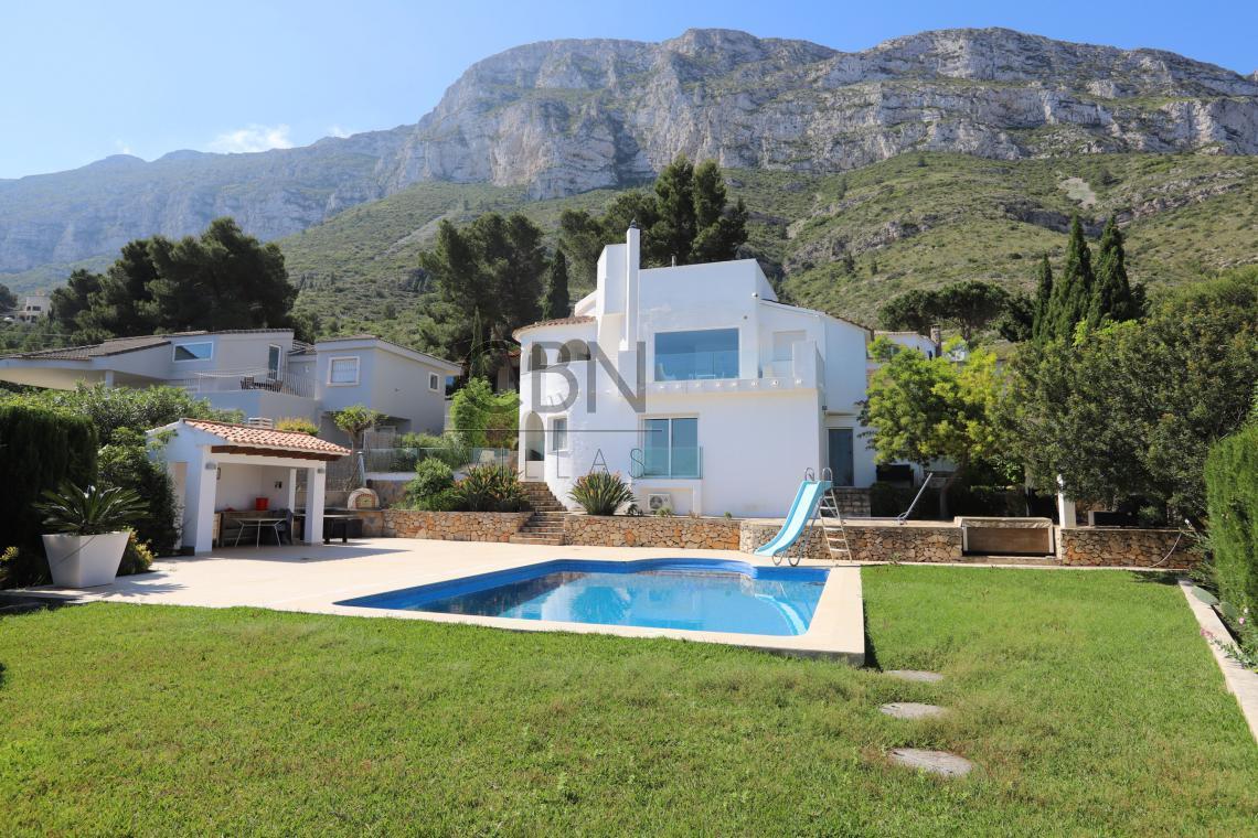 Estupenda Villa en venta con espectaculares vistas al mar en Dénia