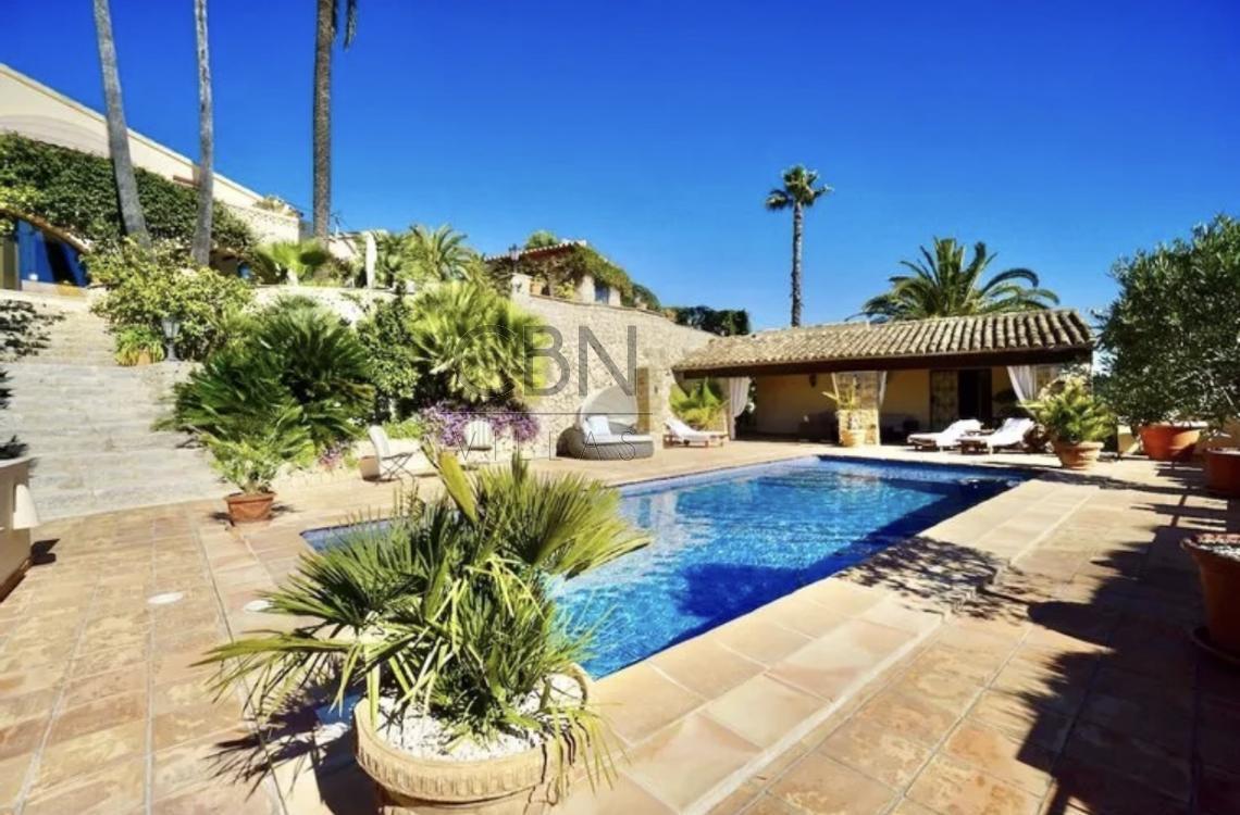 Espectacular propiedad en venta con vistas al mar en Pedramala