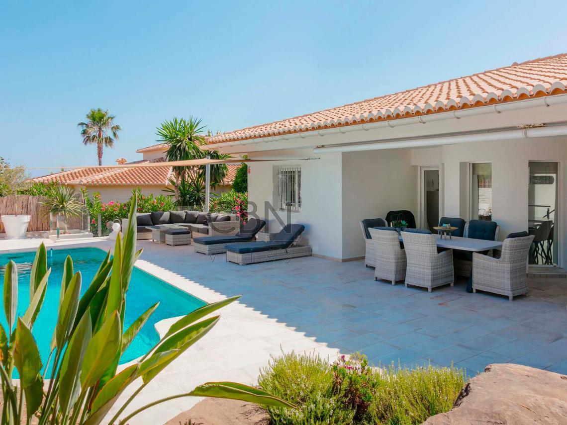 Estupenda Villa en venta con vistas al mar en La Sella Golf Resort